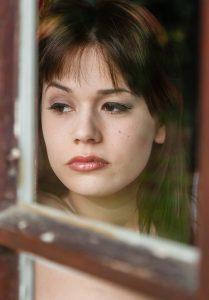 sad-woman-1055087_1280